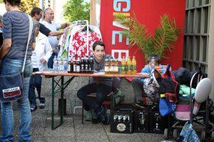Die Jugendlichen beteiligten sich beim Getränkeverkauf im Rahmen des Flohmarkt 2016